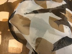 Designerprinted 100% Silk Organza. Width:137cm This black/natural/brown printed organ...