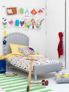 Hang Kiddo's artworks over his bed with Ikea wires
