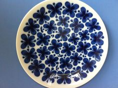 A classic plate from Rörstrand's 'Mon Amie' collection.