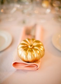 gold pumpkins for thanksgiving table