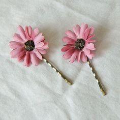 Rose Pink Daisy Bobby Pins...  Margaritas rosadas para el cabello...