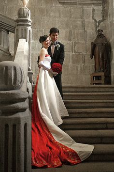 East meets West modern #chinese #wedding dress! The red train is gorgeous!