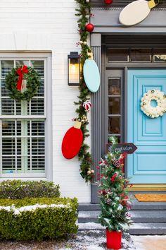 Best Outdoor Christmas Decorations, Diy Christmas Garland, Merry Christmas, Classy Christmas, Decorating With Christmas Lights, Christmas Outdoor Lights, Outdoor Garland, Christmas Trends, Christmas Crafts