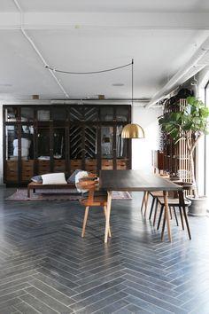 Kbh møbelsnedkeri & the shop of the new - elisabeth heier diseño de int Bar Design, Design Studio, Floor Design, House Design, Interior Exterior, Interior Architecture, Interior Livingroom, Herringbone Tile Floors, Style Deco