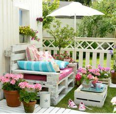 Terrasse fleurie palette comment am nager votre jardin pinterest caf tables et tag res - Terrasse et jardin fleuri paris ...