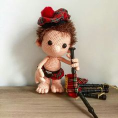I bought a very cute Scottish outfit and bagpipe for Dendennis during our short holiday last weekend. He didn't know how the bagpipe worked... #Dendennis #crochet #amigurumi