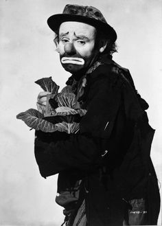 """Ringling Circus clown """"Weary Willie"""" (Emmett Kelly) looks like he's a little tired of cabbage. Le Clown, Circus Clown, Pantomime, Emmett Kelly Clown, Ringling Circus, Art Du Cirque, Pierrot Clown, Ringling Brothers, Human Oddities"""