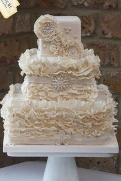 Ehmmmaayzing Cake! I could wear this is so beautiful!