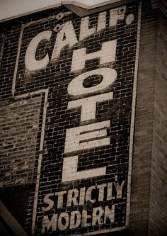 17 Ideas exterior brick wall ideas building for 2019 Advertising Signs, Vintage Advertisements, Building Signs, Old Bricks, Old Wall, Old Signs, Vintage Typography, Painted Signs, Hand Painted