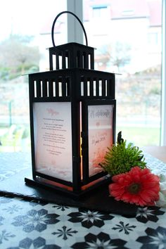 Une lanterne porte menu DIY pour le grand jour ! – IDDIY – Interior Design et DIY - wedding decor, menu, lights, candle, mariage, Ikea Menu Table, Decoration Ikea, Girl Shower, Wedding Trends, Wedding Ideas, Grand Jour, Lanterns, St Pierre, Design
