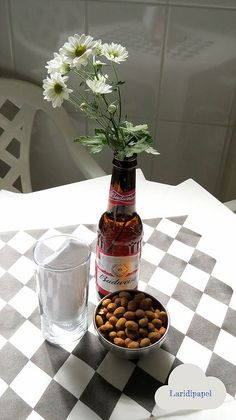 Decoração: Chá bar. | laridipapel Garrafinhas e aperitivo.