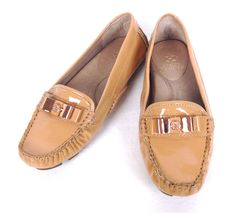 Vince Camuto Boat Shoes 6 Womens Beige Leather Moccasins #VinceCamuto #BoatShoes