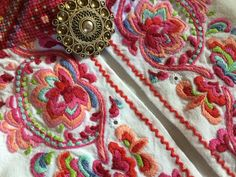 Cross Stitch Embroidery, Hand Embroidery, Embroidery Designs, Scandinavian Embroidery, Costumes Around The World, Quilt Stitching, Folk Costume, Spring Colors, Cute Designs