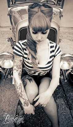 Vintage hairstyle love it!