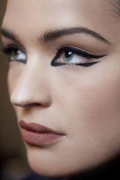 Banish Basic: 15 Interesting New Ways To Style Your Eyeliner - Gratis Beauty Beauty Art, Beauty Makeup, Eye Makeup, Hair Makeup, Makeup Inspo, Makeup Inspiration, Beauty Hacks Eyeliner, Futuristic Makeup, Eyeliner Looks