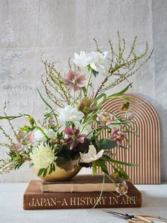 floral magic and prop styling in nyc Party Centerpieces, Flower Centerpieces, Wedding Decorations, Modern Floral Arrangements, Flower Arrangements, My Flower, Flower Art, Organic Modern, Table Flowers