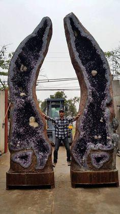 Super Pair of Amethyst, meters high, from Uruguay Photo: Gary Olivera Geology Wonders Cool Rocks, Beautiful Rocks, Minerals And Gemstones, Rocks And Minerals, Mineral Stone, Rocks And Gems, Amethyst Crystal, Stones And Crystals, Gem Stones