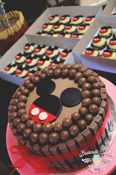 Mickey KitKat Cake