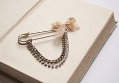 Kilt pin brooch with lace and diamante