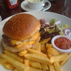 Cheeseburger at the Ballachulish Hotel, Scotland @ http://houseofherby.wordpress.com