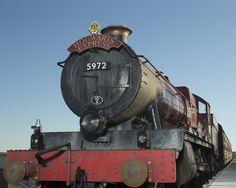 Universal reveló nuevos detalles sobre cómo será el viaje que unirá los dos mundos de Harry Potter entre Islands of Adventure y Universal Studios. Hogwarts Express es un tren real al que se subirán los visitantes para vivir una experiencia que rompe los moldes de la industria del entretenimiento.
