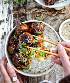 Boulettes Végétaliennes aux Pois Chiches eet Sauce Asiatique Raw Food Recipes, Veggie Recipes, Great Recipes, Vegetarian Recipes, Healthy Recipes, Vegan Scones, Sweet Potato Curry, Eating Raw, Food Inspiration