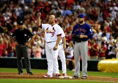 Matt Holliday salutes the fans after driving in his 1,000 career RBI against the Mets. Cards won 6-2  6-16-14
