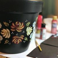 Jaxs has created a beautiful plant pot using the Canal art techniques and designs she has learnt with You Can Folk It Canal Boat Art, Round Brush, One Stroke Painting, Art Techniques, Folk Art, Plant, Crafts, Beautiful, Manualidades