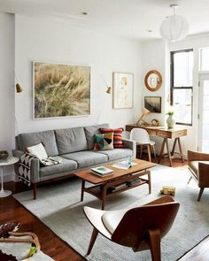 45 Awesome Small Apartment Living Room Design and Decor Ideas Adorable 45 Awesome Small Living Room Retro Living Rooms, Small Living Rooms, Living Room Modern, Living Room Interior, Living Room Designs, Living Room Decor, Cozy Living, Living Room With Desk, Simple Living