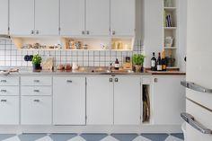 Home for sale: Västergatan 4 A Kitchen Dining, Kitchen Cabinets, Dining Rooms, Restaurant Kitchen, Kitchen Organization, Sweet Home, The Originals, Interior Design, Retro