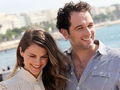 Keri Russell Really Can't Hide Her Smile Around Matthew Rhys The Americans Tv Show, Matthews Rhys, Keri Russell, Catherine Zeta Jones, Real Couples, Her Smile, Celebs, Celebrities, Celebrity Pictures