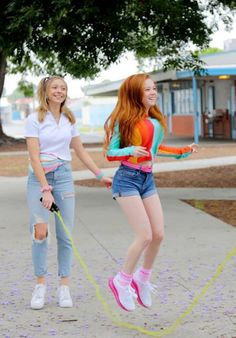 Francesca Capaldi - Social Media Francesca Capaldi Style, Outfits and Clothes. Preteen Girls Fashion, Girls Fashion Clothes, Girl Fashion, Redhead Teen, Gorgeous Redhead, Francesca Capaldi 2016, Bar Outfits, Girly Girl Outfits, Red Hair Woman