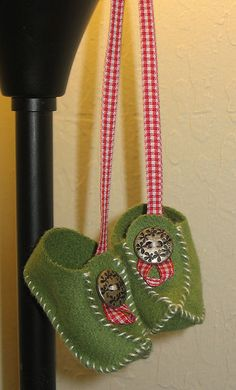 Elf Shoes Ornaments.  Repinned by www.mygrowingtraditions.com