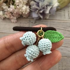 ヘアゴム〜鈴蘭(ブルー) 2x Crochet Brooch, Crochet Shoes, Crochet Art, Cute Crochet, Crochet Motif, Irish Crochet, Crochet Earrings, Crochet Bookmark Pattern, Crochet Bookmarks