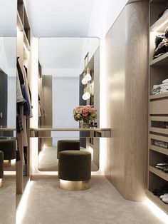Small Dressing Rooms, Dressing Room Decor, Dressing Table Design, Dressing Room Closet, Dressing Table In Wardrobe, Dressing Room Mirror, Dressing Area, Walk In Closet Small, Walk In Closet Design