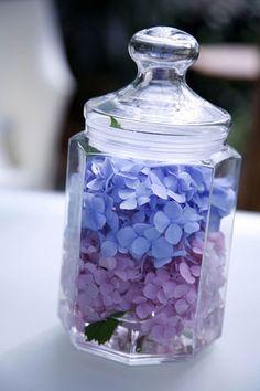Apparecchiare: centrotavola fai da te con i fiori di ortensia
