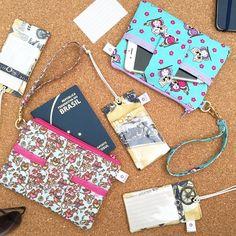 Encomendas prontas para viagem! #viagem #sobencomenda #prontaentrega #viajar #tagparamala #maladeviagem #portapassaporte #passaporte #tag #carteiras #portacelular #iphone #FashionArts #artesanatosdamoda #acessorios #acessoriosparaviagem #ferias