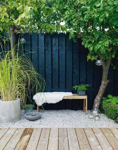 Black Fence oak Bench.