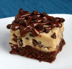 Chocolate Chip Cookie Dough Brownies Made these yesterday delish! I melted semi-sweet chips and added 2 tbsp of cocoa for the base. And used fill size milk chocolate chips for the cookie dough. Just Desserts, Delicious Desserts, Dessert Recipes, Yummy Food, Delicious Chocolate, Brownie Recipes, Cake Recipes, Dinner Recipes, Bread Recipes
