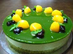 Matcha / 抹茶, tè verde in polvere, e' un ingrediente chiave della tradizione giapponese, utilizzato per la famosa cerimonia del tè.    Una torta che sposa tradizioni occidentali con quelle orientali...