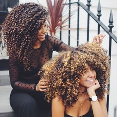 @laurenlewiss_ & @frogirlginny || curly fro. Curly girl. Curl friends. Natural hair. Curly hair.