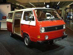 http://www.lkw-infos.eu/archiv/images/lkw_hersteller/vw/t3/teil-1/T3%20Teil%201/slides/VW-T3-rot-Thiele-031209-02.jpg