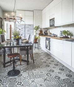 Mix of blue and white Scandinavian floor tiles bring a lot of personality into this kitchen.