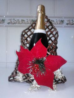PORTA GARRAFAS Christmas Ornaments, Holiday Decor, Home Decor, Newspaper, Flower, Craft, Decoration Home, Room Decor, Christmas Jewelry