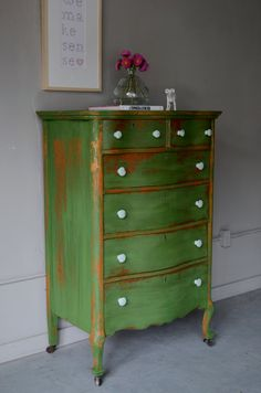 I want this green dresser!!