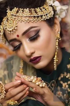 make up indian Smokey Eyes Makeup - Indian Wedding Makeup, Wedding Eye Makeup, Indian Wedding Bride, Indian Wedding Hairstyles, Bridal Makeup Looks, Bride Makeup, Bridal Looks, Indian Makeup Looks, Bengali Bridal Makeup