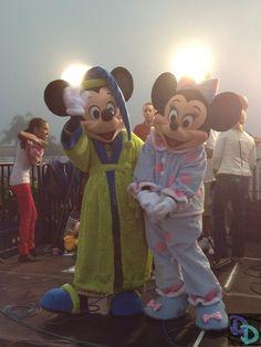 Sleepy time Mickey and Minnie Disney Home, Disney Family, Disney Fun, Disney Parks, Walt Disney World, Disney World Guide, Disney Visa, Minnie Mouse Pictures, Disney World Characters