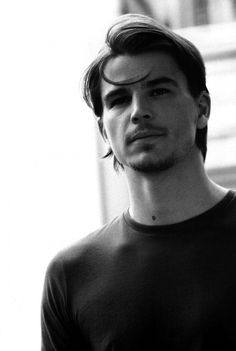 Josh Hartnett-- too bad he disappeared. He was actually pretty talented. I blame Pearl Harbor. (The movie, not the event.)