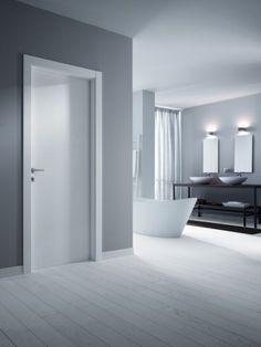 Pavimento e porte nelle nuances del bianco - Casa dallo stile contemporaneo con porte e pavimenti nelle nuances del bianco.