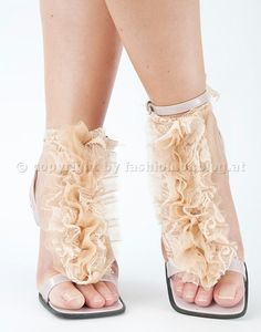 DIY: Strappy sandals spiced up with with lace and quillings